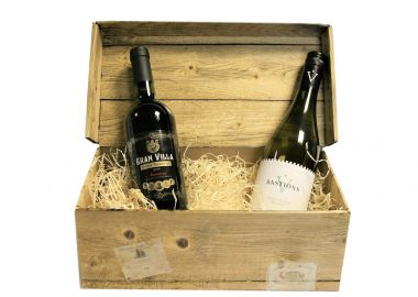 Savills Red & White Wine Box